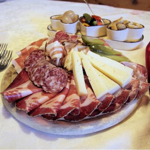 agritur_malga_salanzada_cavalese_trento_tagliere_salumi_formaggi