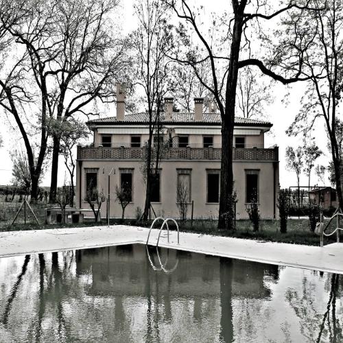 agriturismo_il_martin_pescatore_eraclea_venezia_esterno_struttura_piscina